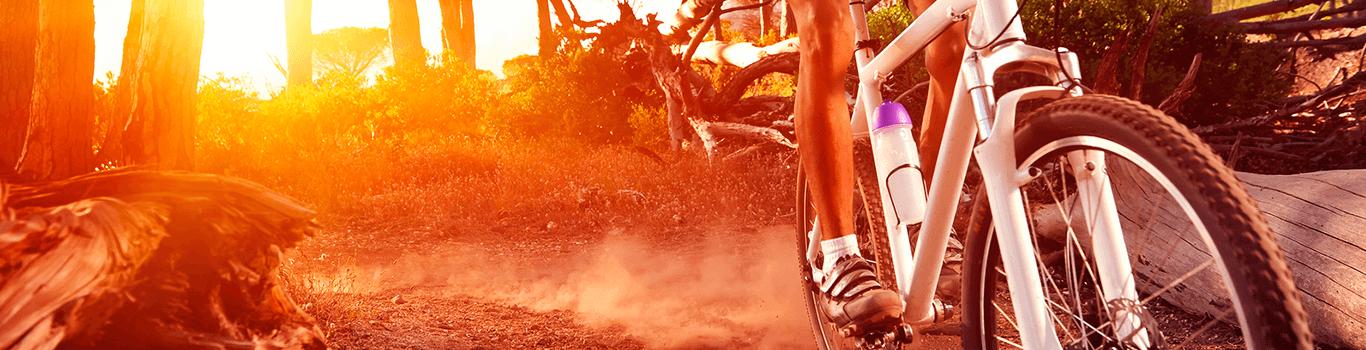 Mand der performer på cyklen