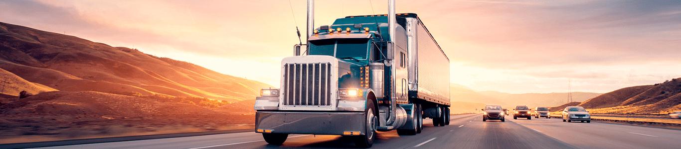 Lastbil på vej til kunden eller lager