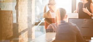 Medarbejdere taler Microsoft Dynamics 365